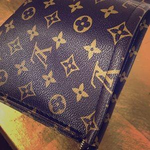 Louis Vuitton Toiletry Bag LV19